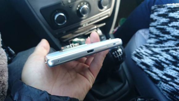 HUGE 6-inch Sony Xperia spotted with Front Flash 6