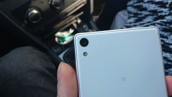HUGE 6-inch Sony Xperia spotted with Front Flash 4